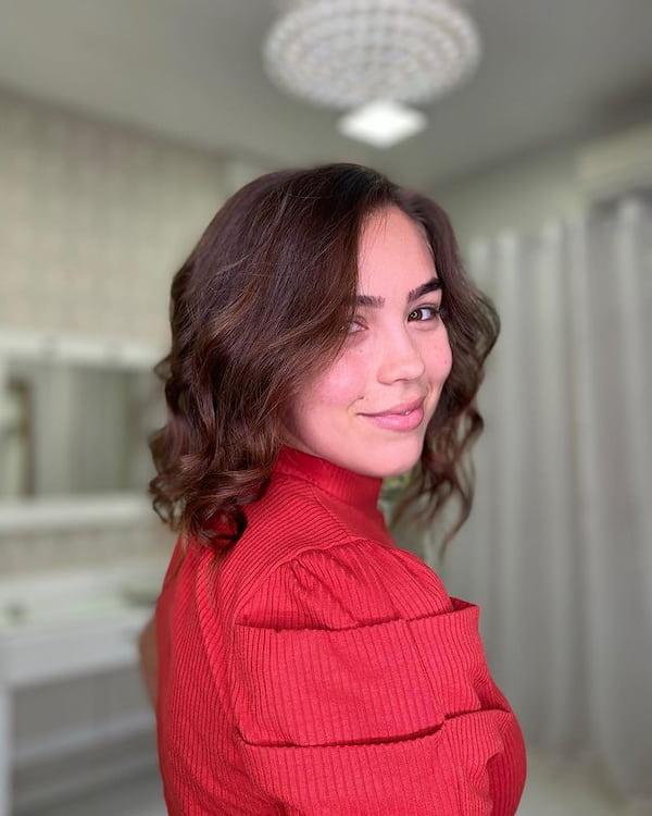 Wavy Textured Medium Length Haircut
